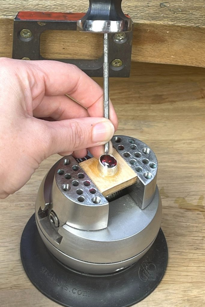bezel setting for oval brilliant cuts