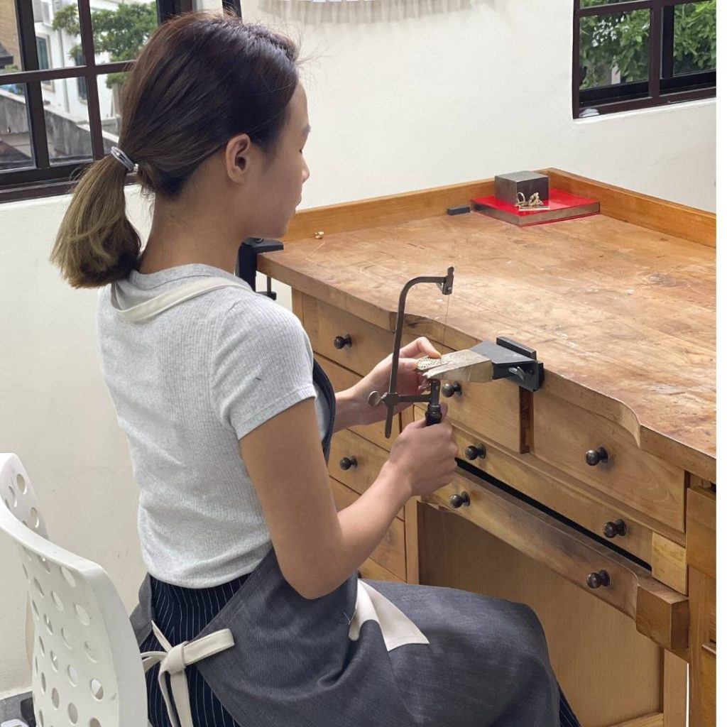 correct posture for saw piercing